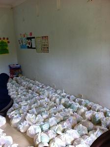 Paket sembako yang disiapkan untuk pasar murah di Dusun Warak