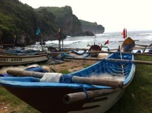 Perahu di Pantai Gesing