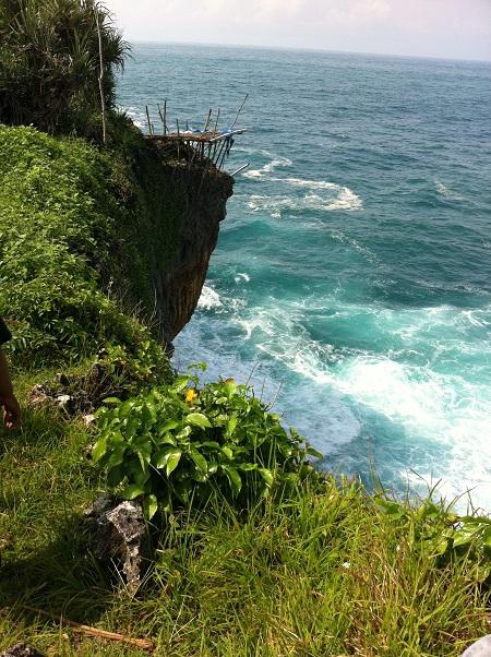 Dari tebing salah satu sisi Pantai Gesing