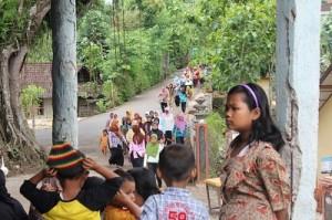 Selepas dari Wiloso, pasar murah diadakan di Dusun Padem dan Bolang, nampak setelah Zhuhur pada hari Ahad 19 Jan 2014, warga sudah berbondong-bondong berdatangan ke Masjid Yasmin Bolang