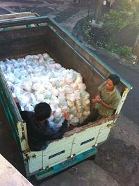 Sembako yang siap diantarkan ke Desan Planjan dari Pesantren Darush Sholihin