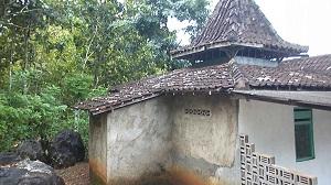 Keadaan masjid di Dusun Melian yang sudah terlihat tua