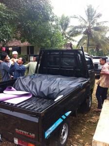 Mobil pick up pesantren yang mengangkut 80 paket sembako