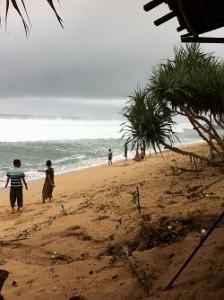 Pantai Sepanjang saat piknik kelihatan cuaca mendung