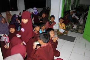 Para santri anak-anak yang menghafal Al Quran