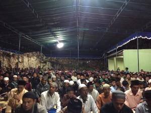 1100 Jama'ah hadir dalam pengajian malam Kamis di Pesantren Darush Sholihin Warak Girisekar, Panggang, Gunungkidul.