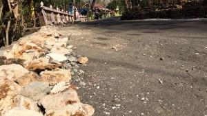 Pelebaran jalan di Dusun Warak untuk memperluas lahan parkir