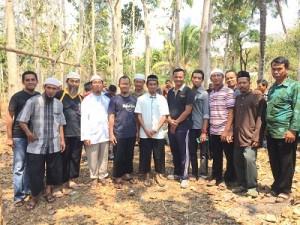 Foto bareng bersama pengusaha komputer Jogja yang berqurban di DS dan Dusun Sawah, juga hadir Pak Kapolsek, Arif Darmawan