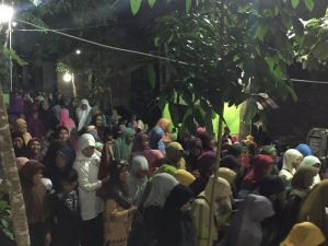 Ribuan jamaah ibu-ibu hadir demi mencari ilmu.